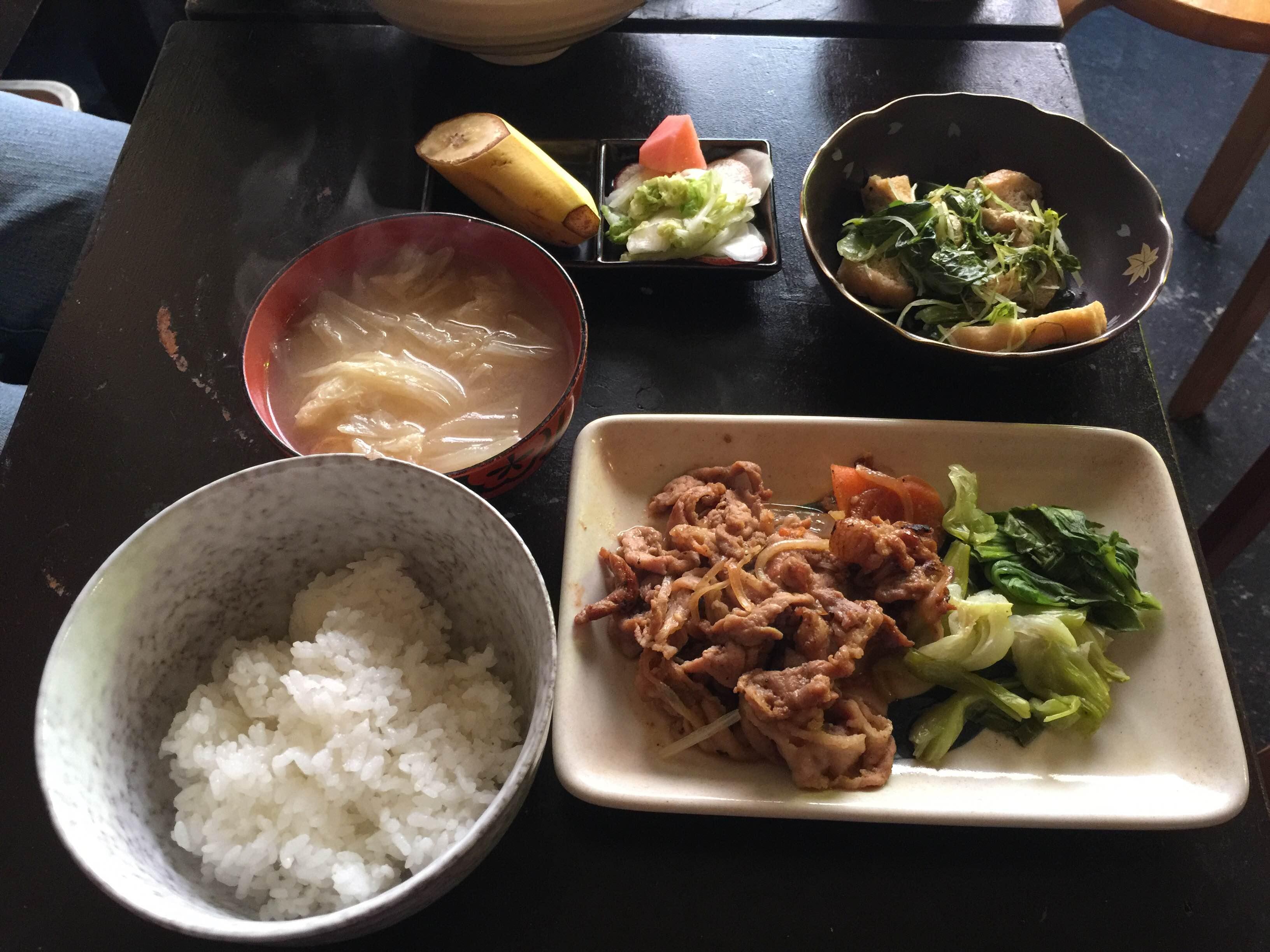 焼肉、小松菜のおひたし